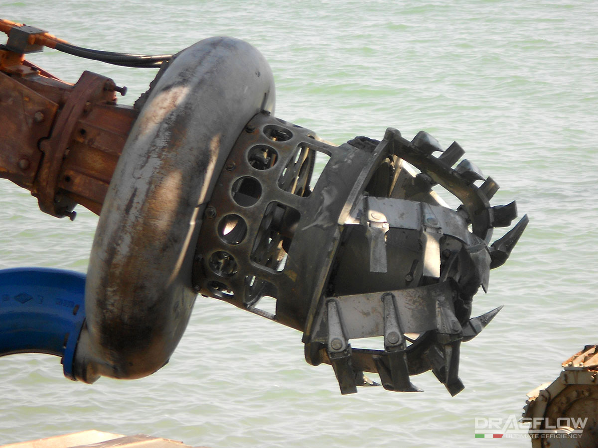 Дноуглубительный шламовый грунтовый насос DRAGFLOW HY85HC с фрезерным рыхлителем DTM-85, с гидравлическим приводом