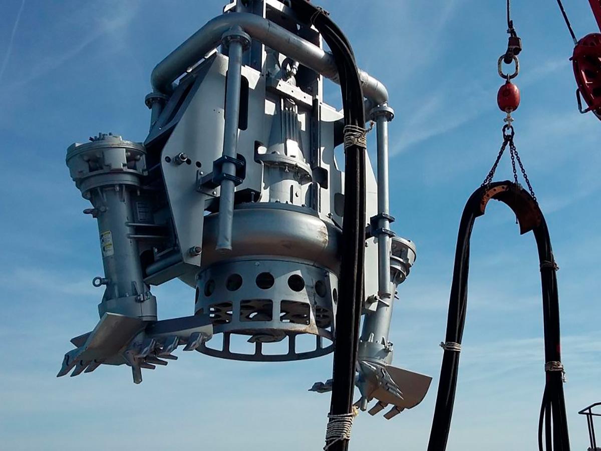 Дноуглубительный шламовый грунтовый насос DRAGFLOW HY400B c двумя рыхлителями EXHY35 и кольцом гидрорыхления.