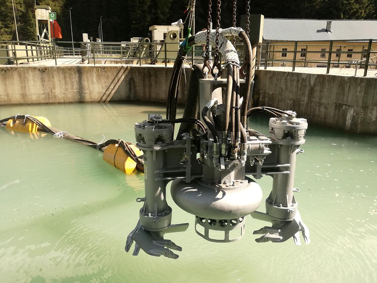 Дноуглубительный шламовый грунтовый насос DRAGFLOW HY85/160HC c двумя рыхлителями EXHY20, с гидравлическим приводом.
